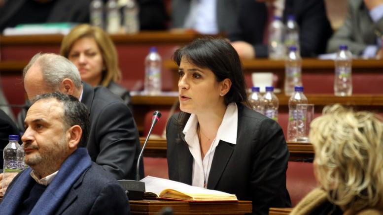 Η Ελενα Παναρίτη στα έδρανα του ΠΑΣΟΚ. (Φωτο: ΑΠΕ)