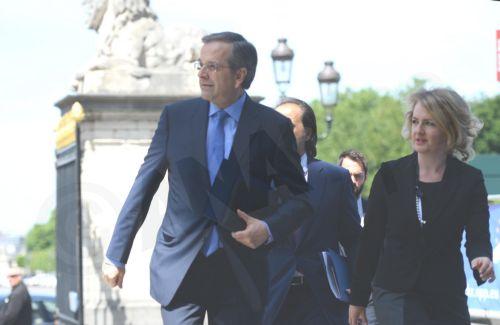 Ο πρόεδρος της Νέας Δημοκρατίας Αντώνης Σαμαράς, προσέρχεται για να συμμετάσχει Σύνοδο του Ευρωπαϊκού Λαϊκού Κόμματος στις Βρυξέλλες. (Φωτό: ΑΠΕ)