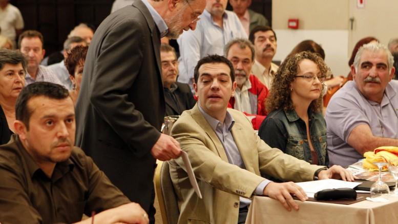 Φωτό:  Ο Παναγιώτης Λαφαζάνης και ο Αλέξης Τσίπρας στη σύνοδο της Κεντρικής Επιτροπής του ΣΥΡΙΖΑ για τις εκλογές του 2012. (ΑΠΕ -ΜΠΕ/ ΠΑΝΤΕΛΗΣ ΣΑΪΤΑΣ)