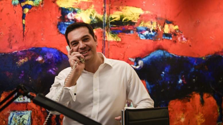 Ο πρόεδρος  του ΣΥΡΙΖΑ Αλέξης Τσίπρας, μιλά στο τηλέφωνο  ενώ παρακολουθεί τα αποτελέσματα των εκλογών από τα γραφεία του κόμματος, στην Κουμουνδούρου, την Κυριακή 20 Σεπτεμβρίου 2015.  (ΑΠΕ ΜΠΕ/ ANDREA BONETTI)