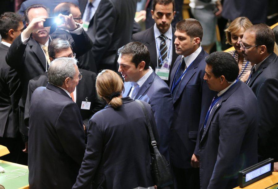 Ραούλ Κάστρο και Αλέξης Τσίπρας ΦΩΤΟ:EPA/MATT CAMPBELL)