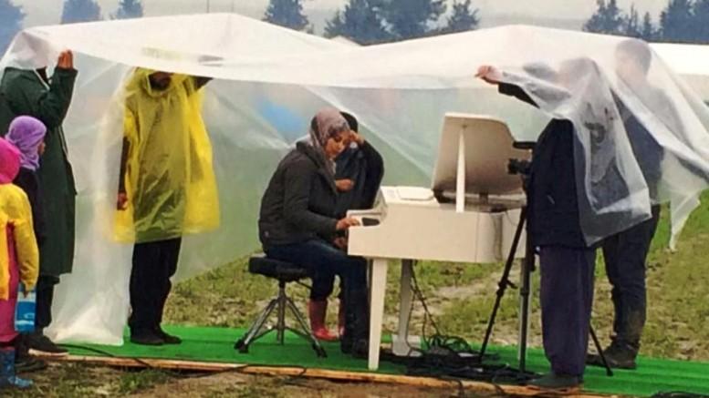 Ai Wei Wei Piano Idomeni 2