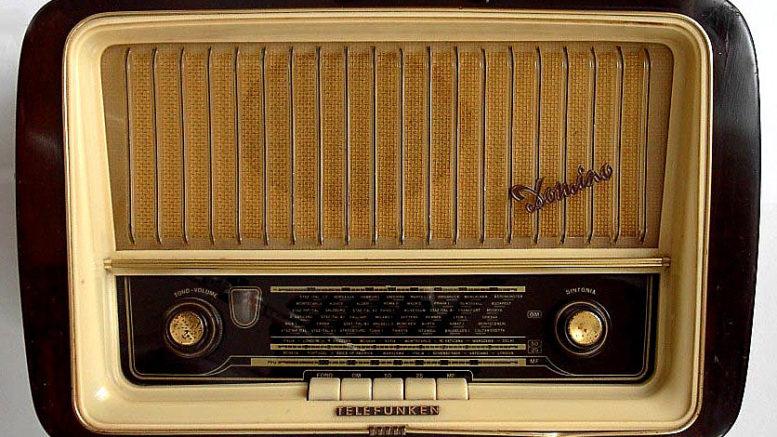 143301-radio_telefunken_2