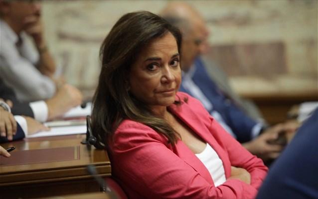 Ντόρα Μπακογιάννη: Προσοχή, τώρα είναι η αρχηγός της οικογένειας ...